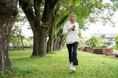 Fototapeta attractive young muslim woman running outdoor during ramadan fasting obraz