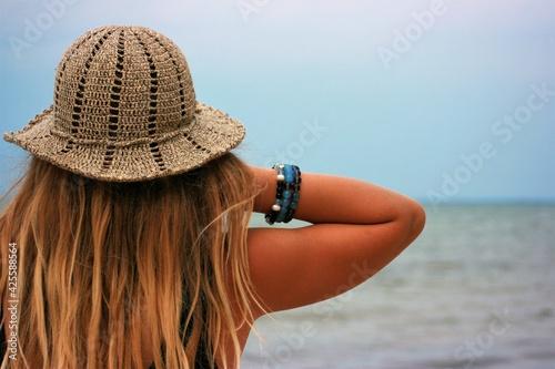 Fotografie, Obraz woman in hat with bracelets