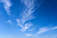Nubes Cielo Azul En Dia Soleado