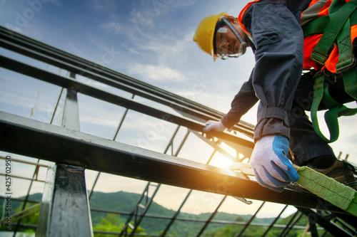 Obraz na plátně Engineer technician Working at height equipment