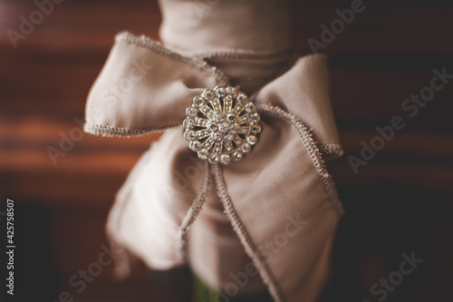 Tela Details of wedding bouquet: bow with a brooch