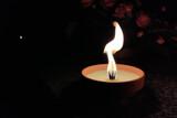 Znicz płomień Święto Zmarłych grób pochówek ogień iskra