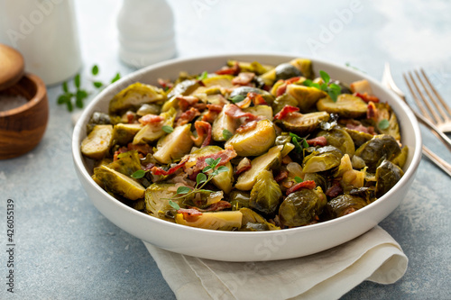 Photo Roasted brussel sprouts with bacon, side dish