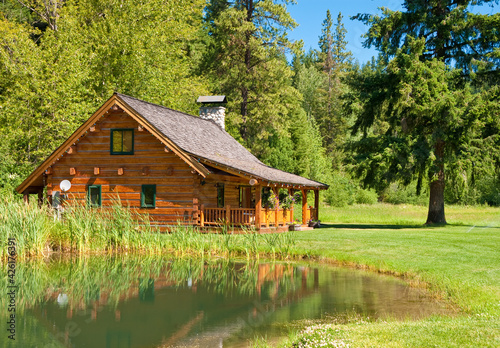 Canvas Print A beautiful cabin and lake