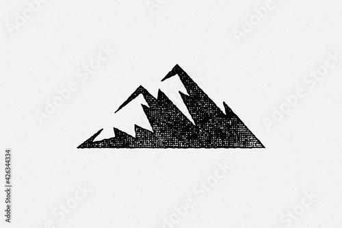 Fotografía Silhouette mountain range and ravine as symbol of nature exploration hand drawn