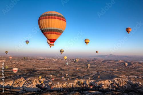Cielo lleno de globos aerostáticos Turquía