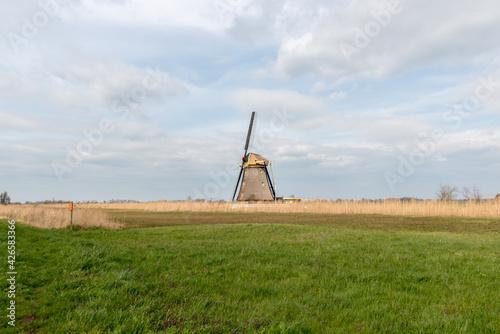 Photo Historic windmill (Goudriaanse Molen) under maintenance with 2 blades in polder