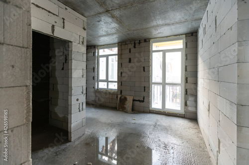 Fotografering The Interior of the new room without finishing in the newly built high-rise buil