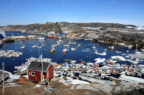 Fototapeta ships are filled in the harbor of Ilulissat, Greenland.