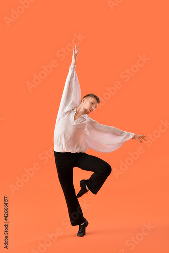 Fotografie, Obraz Young ballet dancer on color background