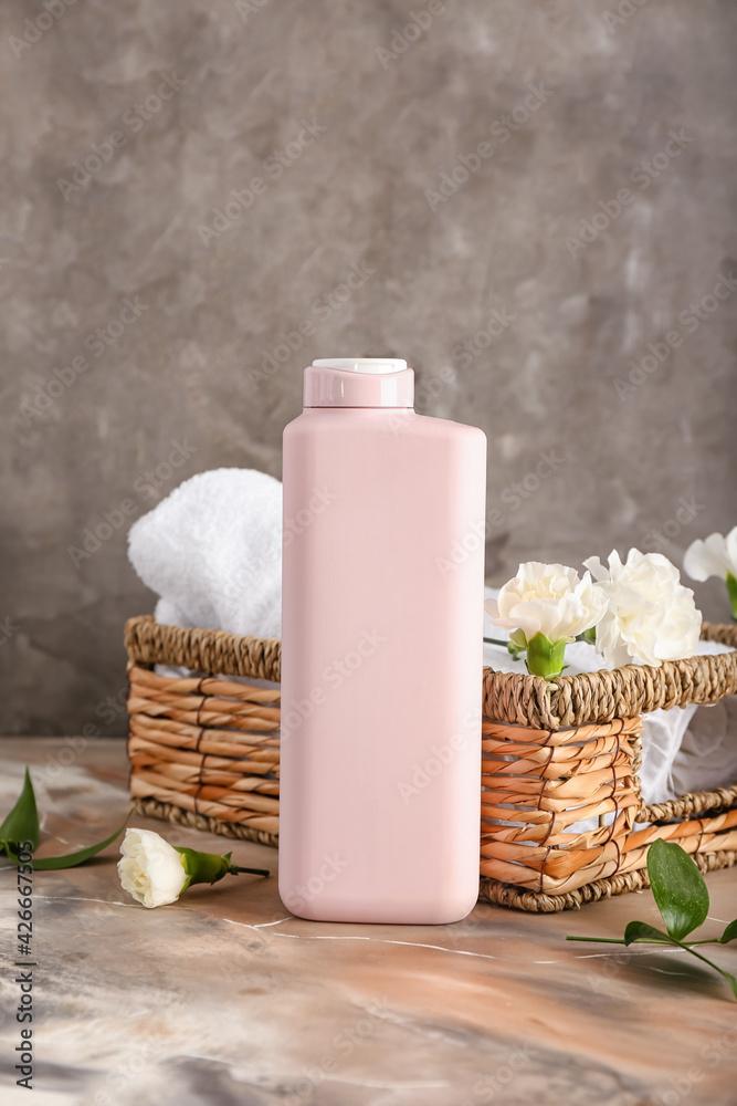 Shower gel and flowers on grunge background - obrazy, fototapety, plakaty