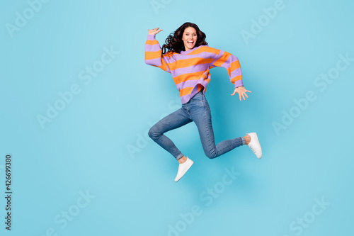 Tableau sur Toile Full length body size view of pretty crazy cheerful wavy-haired girl jumping foo