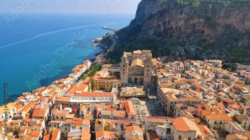 Fotografie, Obraz Duomo di Cefalù Sicilia 4k drone mavic air 2