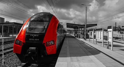 Fototapeta The red train at the Warszawa Główny station obraz