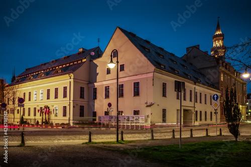 Fototapeta budynek Archiwum Państwowego na Starym Mieście w Opolu obraz