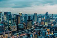 大阪 都会 高層ビル