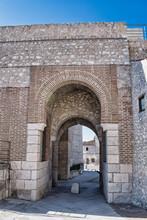 Puerta De San Basilio Vista Desde La Zona Interior Del Recinto Amurallado De Cuellar, Segovia
