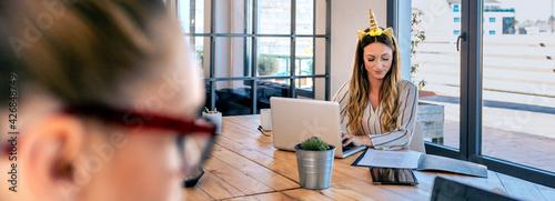 Canvastavla Businesswoman with unicorn headband working in the office