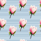 Powtarzalny wzór złożony z kwiatów magnolii. Ręcznie rysowane kwiaty w kolorze bladego różu z gałązką na jasnym błękitnym tle w paski.
