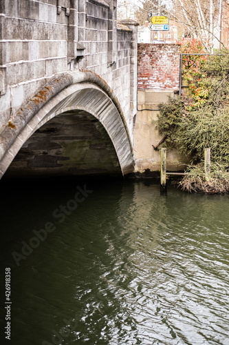 Fototapeta The ancient White Friars Bridge over the River Wensum in the city of Norwich