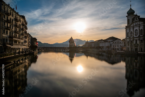 Obraz na plátně Sunrise in Lucerne, Switzerland, the city center, river and Chapel bridge against blue sky