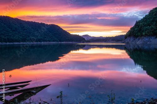 Foto 秋の士別市岩尾内湖の夕景