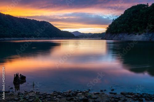 Fotografie, Obraz 秋の士別市岩尾内湖の夕景