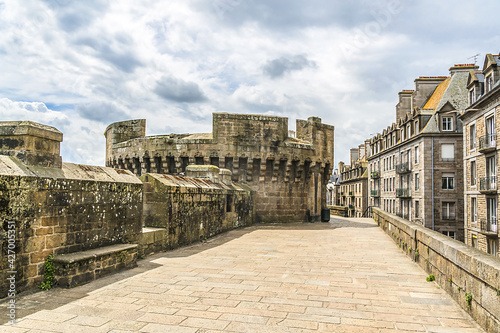 Fotografie, Obraz The ramparts of the walled city of Saint Malo