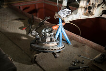 Replace The Brake Discs With Your Own Hands. Car Repair At Home.