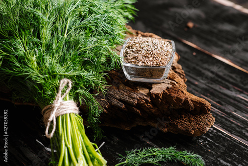 Murais de parede Dry seeds with raw dill on wooden background