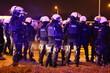 Policjanci prewencji podczas zabezpieczenia protestu kibiców piłki nożnej ślask wrocław i lechia gdańsk.