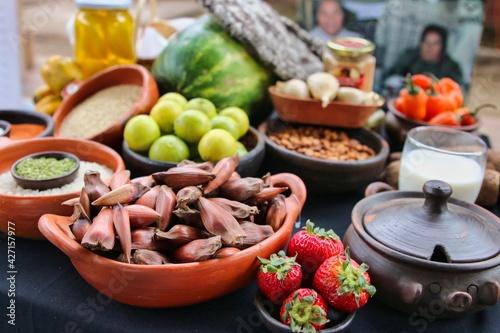 Venta de frutas y verduras en un mercado