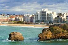 Vue Sur Le Front De Mer De La Ville De Biarritz, Aquitaine, France