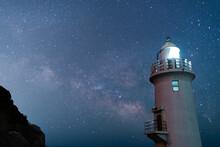 伊良湖岬 灯台と天の川