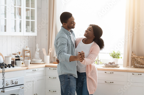 Papel de parede Portrait Of Romantic Young African American Couple Dancing In Kitchen Interior