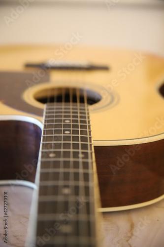 Fototapeta Piękna gitara akustyczna gryf drewno struny gitarzysta obraz