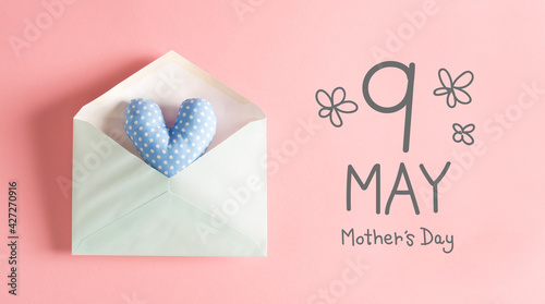Fotografie, Obraz Mother's Day message with a blue heart cushion