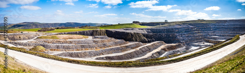 Fotografia Derby shire UK large open quarry used for concrete production