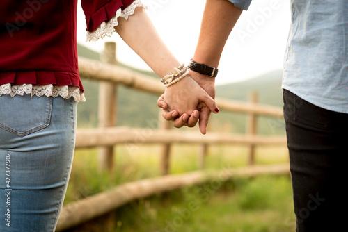 Manos unidas, juntos, preboda, boda, covid, juntos, pareja, novios, novias Fototapeta
