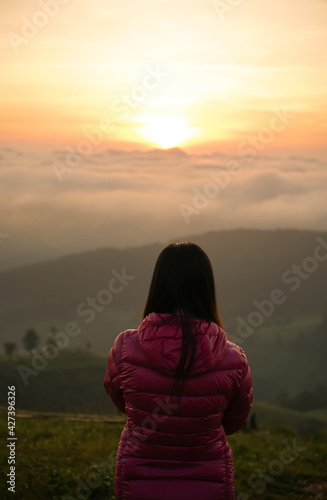 Canvas Print woman watching sunrise at hilltop