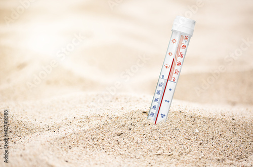Obraz Summer beach thermometer and free space for your tekst - fototapety do salonu
