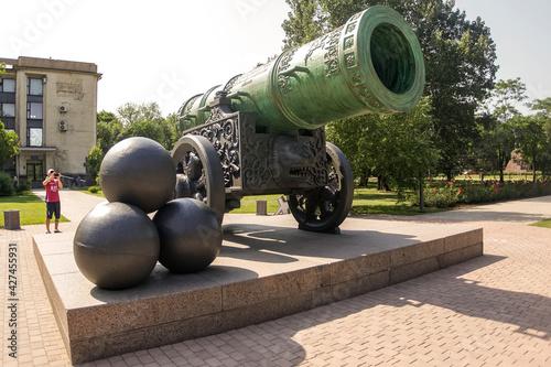 Slika na platnu Copy of famous historical of Tsar Cannon installed in front of City Hall of Donetsk, Ukraine