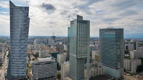Widok Warszawy z okna wieżowca #427463170