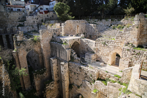 Платно The ruins of the Byzantine Church, adjacent to the site of the Pool of Bethesda