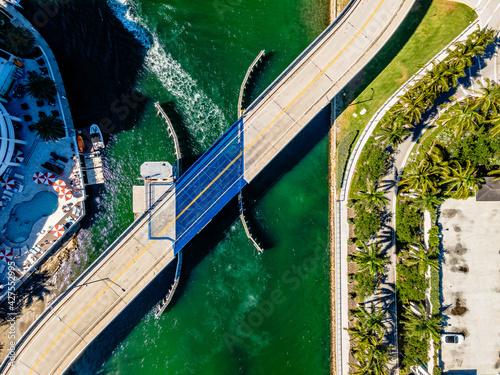 Obraz na plátně Bridge in Boca Raton, Florida