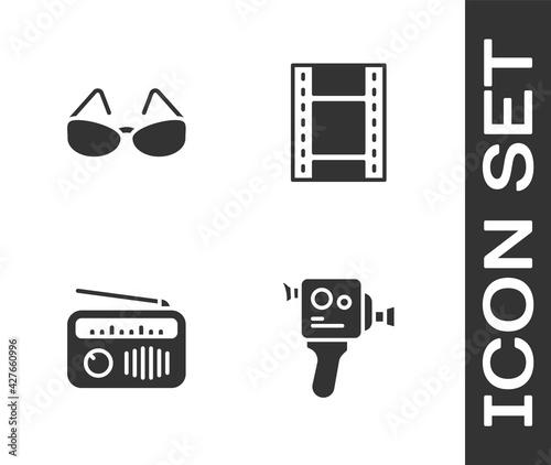 Fotografie, Obraz Set Retro cinema camera, Glasses, Radio with antenna and Play Video icon