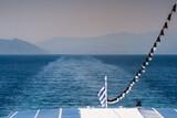 Fototapeta Fototapety z morzem do Twojej sypialni - Morze z greckiego statku