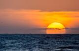 Fototapeta Fototapety z morzem do Twojej sypialni - Zachód słońca nad oceanem