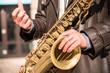 Mężczyzna grający na saksofonie, saksofon, jazz