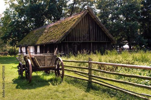 Fototapeta Kluki dawna wieś Słowiańska pruskie domy countryside landscape in summer obraz